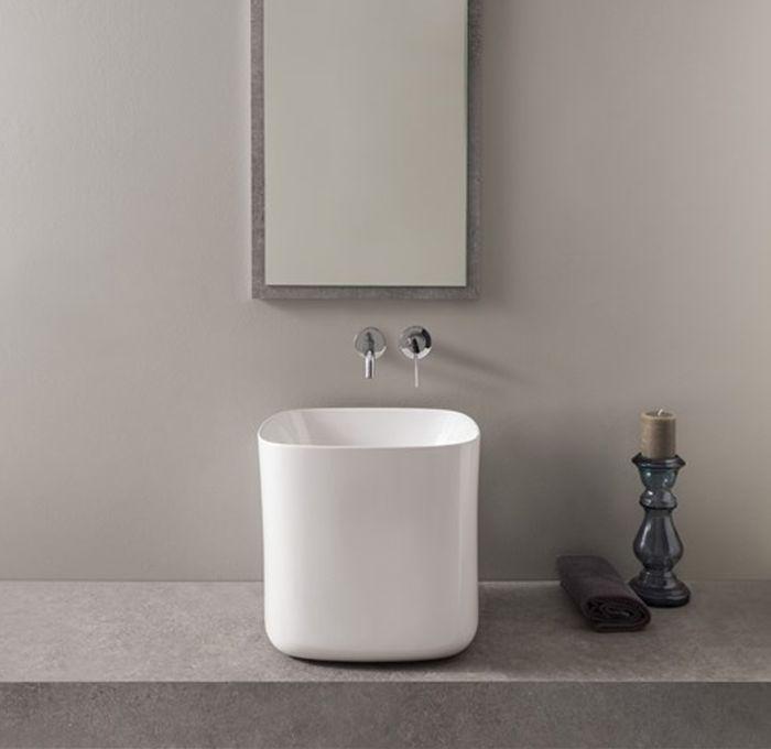lavabo da appoggio a colonna della collezione Moon di Scarabeo